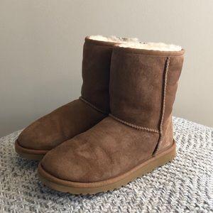 •UGG• Classic Short Boot Big Kid 4= 5 Woman